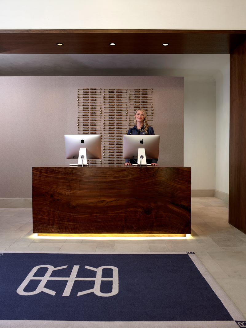 Refinery hotel front desk with lady
